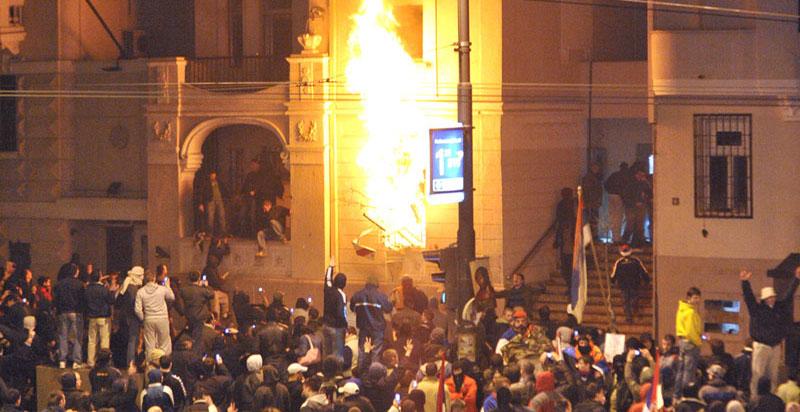 Bojan Kostreš iz LSV: Pronaći i suditi političke nalogodavce paljenja ambasada