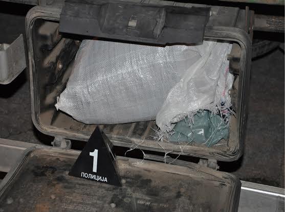Jagodina: uhapšeno četiri punoletne i dve maloletne osobe zbog proizvodnje i stavljanje u promet opojnih droga