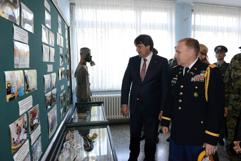 Ministar Gašić i američki pukovnik Blekburn posetili Centar ABHO u Kruševcu