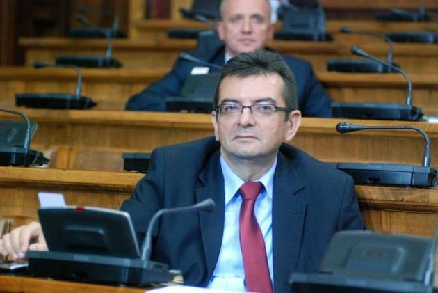 Skupština Srbije: Opozicija pita – pozicija ćuti