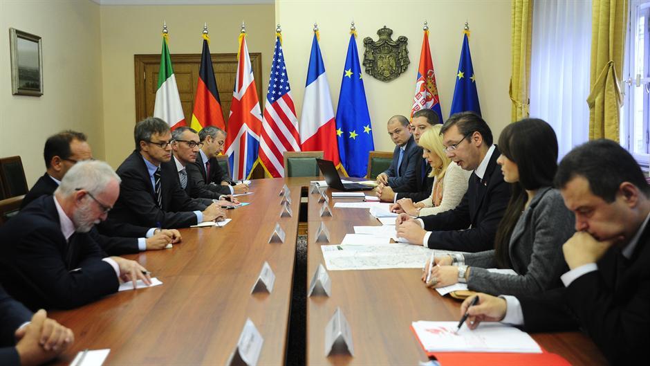 Diplomatska aktivnost premijera Vučića: sastanak sa ambasadorima Kvinte
