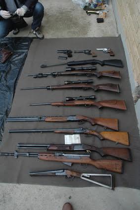Vršac: policija otkriva veću količinu oružja