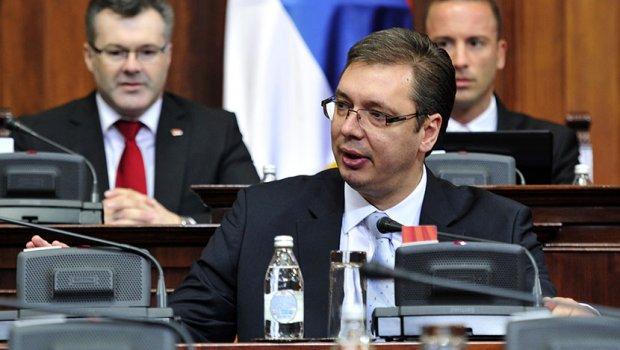 Žučna debata u Skupštini Srbije: sedam hiljada dinara (nije) poniženje za prosvetne radnike!