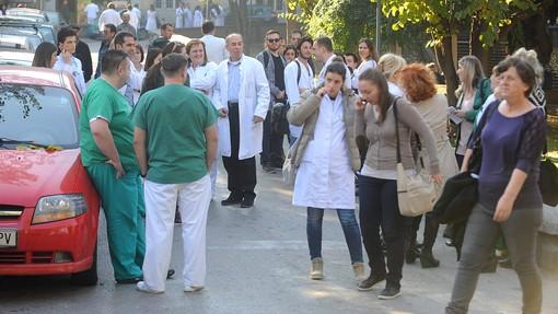 Skopje: Pomahnitali napadači otvorili vatru u bolnici, pacijentkinja preminula od stresa, lekar ranjen