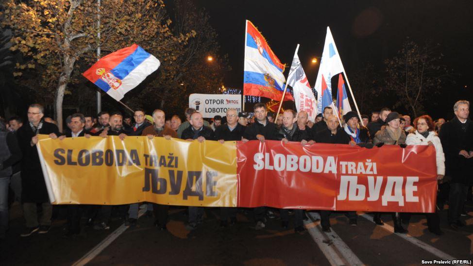 Podgorica: na protestu DF slike Šešelja i Putina