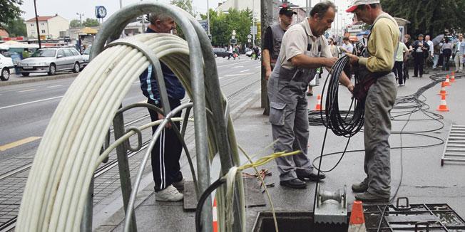 Kriminal: Uhvaćeni dok su sekli kabl Telekoma
