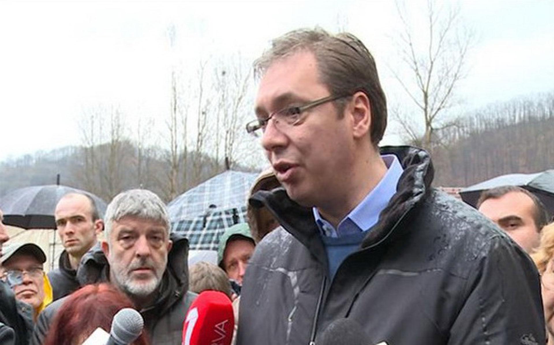 Vučić obilazi poplavljene