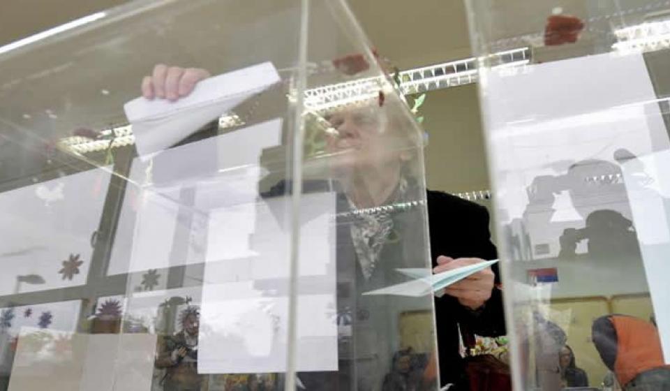Izbori 2016: CESID ne vidi – CRTA vidi nepravilnosti