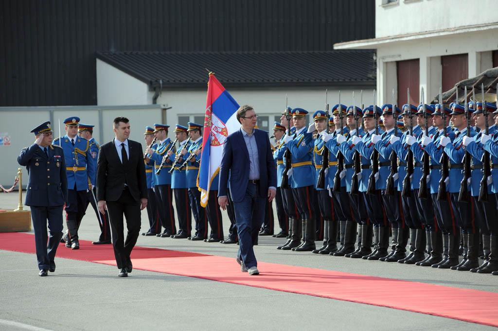 Vučić posetio aerodrom Batajnica: Moramo da se takmičimo sa onima koji imaju više novaca