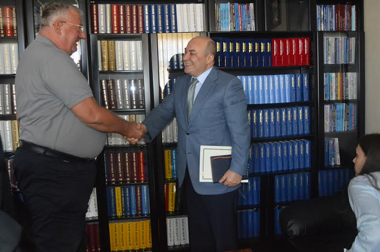 Ambasador Azerbejdžana posetio Srpsku radikalnu stranku!