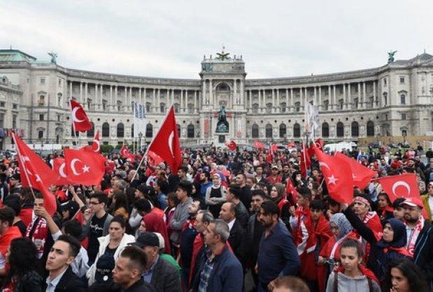 Austrija: Kurc pita ko je organizator podrške Erdoganu u Beču?