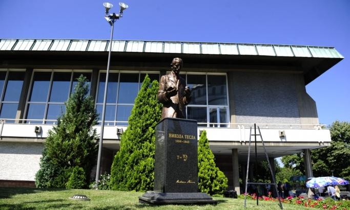 Otkriven spomenik Nikoli Tesli