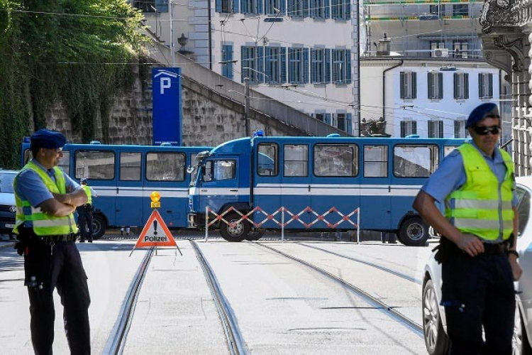 Naoružani Švajcarac napao nožem putnike voza