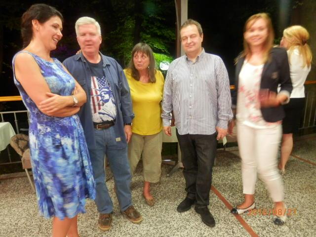 Na poluvremenu slike za uspomenu: sleva na desno Dlavica Gligorović (RZS), ambasador Kajl Skot, Ranka Čičak (BERB) Ministar Ivica Dačić, Bičjana Đivković (SPA)