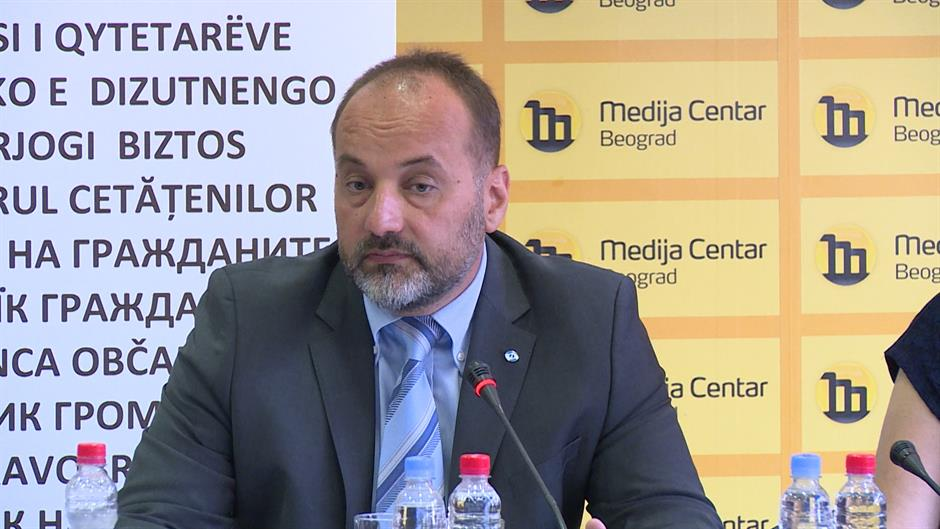 Umesto da sprovodi zakon – ministar Stefanović tuži novinare