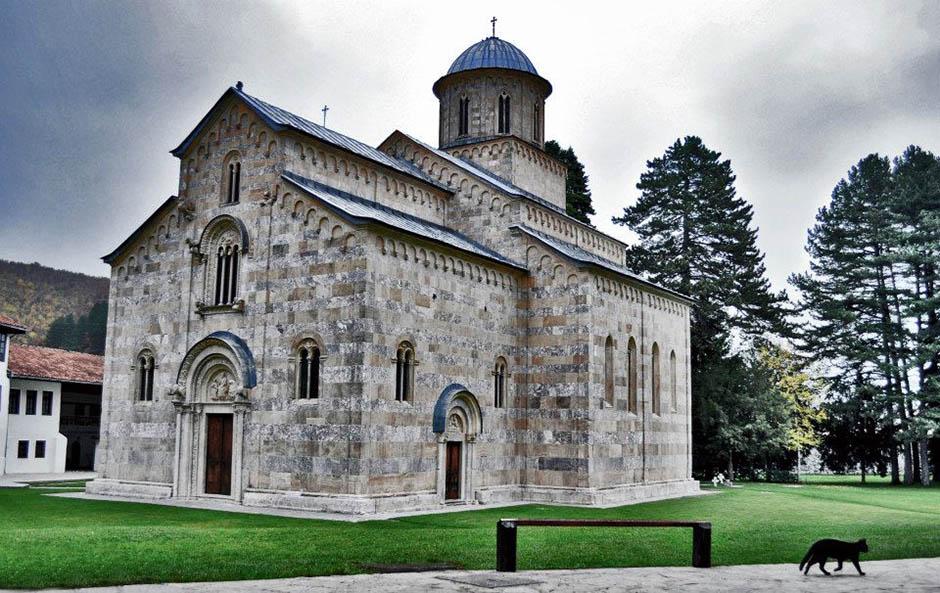 Ekspoze Premijera: Štitićemo imovinu naših privrednih preduzeća i crkve na Kosovu