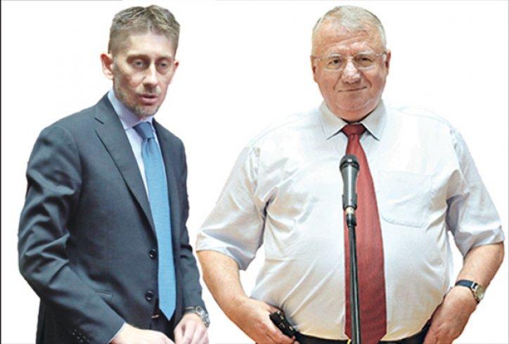 """Polemika Šešelja i Vučića o """"klempavim ušima"""" poslanika Martinovića i bureku…"""