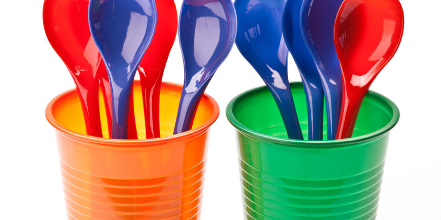 Francuska zabranjuje plastično posuđe