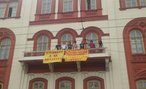 Beograd: Studentski front zauzeo zgradu Rektorata