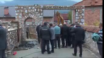 Tetovo: U dvorišti lidera najveće albanske partije otkriveni zatrpani ludski leševi