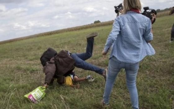 Mađarska snimateljka koja je udarala izbeglice dobila nagradu za dokumentarac