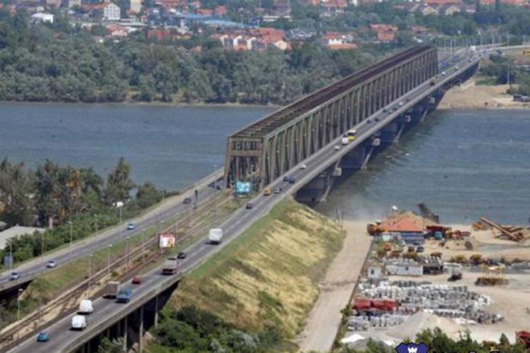Devojčica skočila sa Pančevačkog mosta