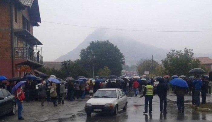 Srbi na Kosovu protestvuju – Skupština počela raspravu o Trepči