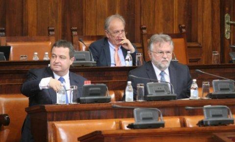 Skupštiuna  Srbije:  opozicija pita zašto Vlada uzima kredite kada je  republički budžet u suficitu?