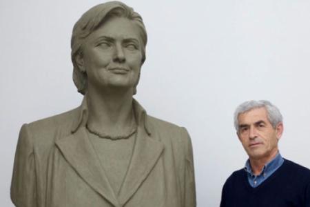Ostali su samo spomenici: Hilari Klinton negde u Albaniji