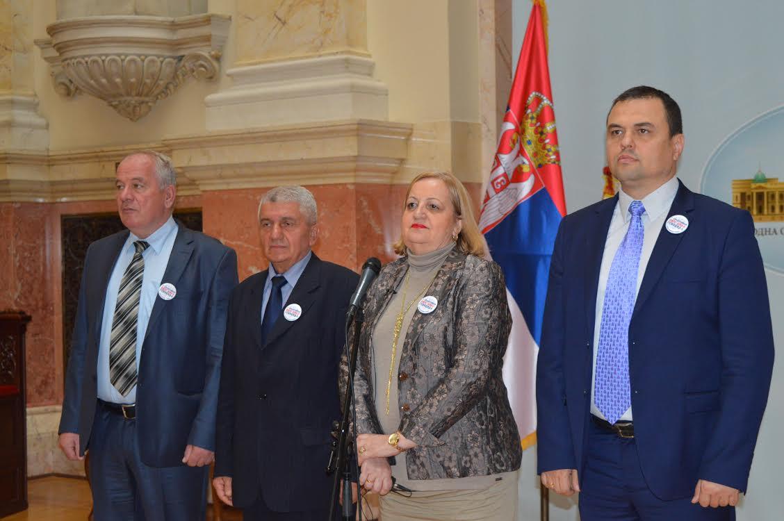 Srpski radikali neće dozvoliti da Devenport učestvuje u radu Odbora za spoljne poslove!