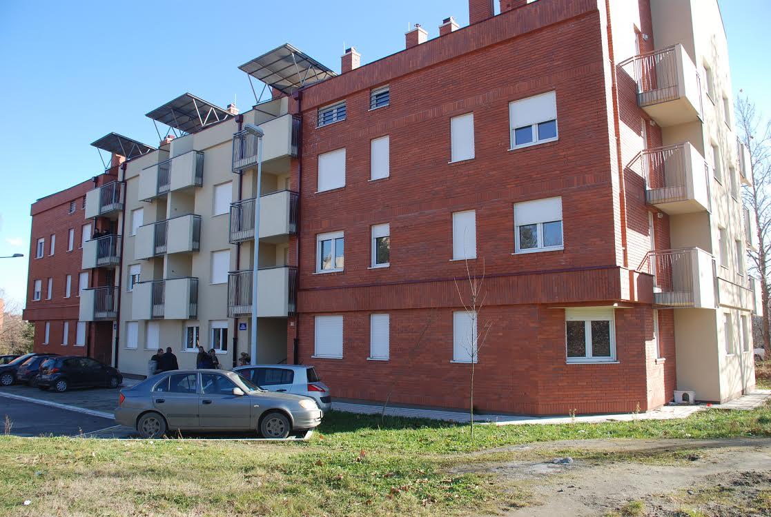 Uručeni ključevi stanova i montažnih kuća izbeglicama iz Lazarevca
