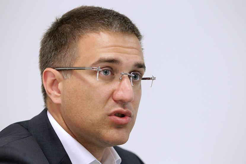 Nebojša Stefanović: Albanija se grubo meša u suverenitet Srbije