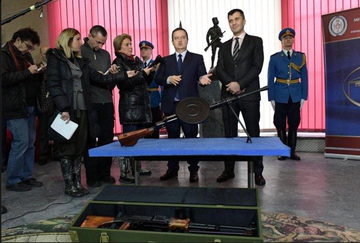 Ivica Dačić uručio donacija Vojnom muzeju puškomitraljez PD—28