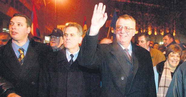 Čekajući predsedničke izbore:  Dveri pitaju zašto Vučić  napada sve kandidate osim Šešelja?