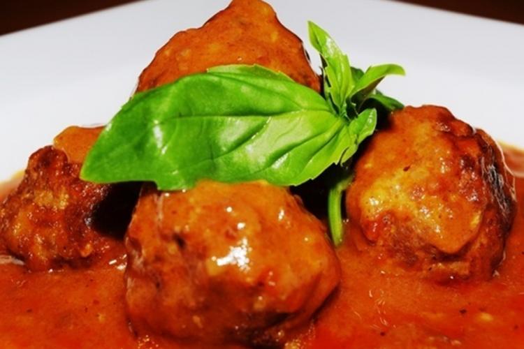 Recepti: Ćufte sa sirom u paradajz sosu