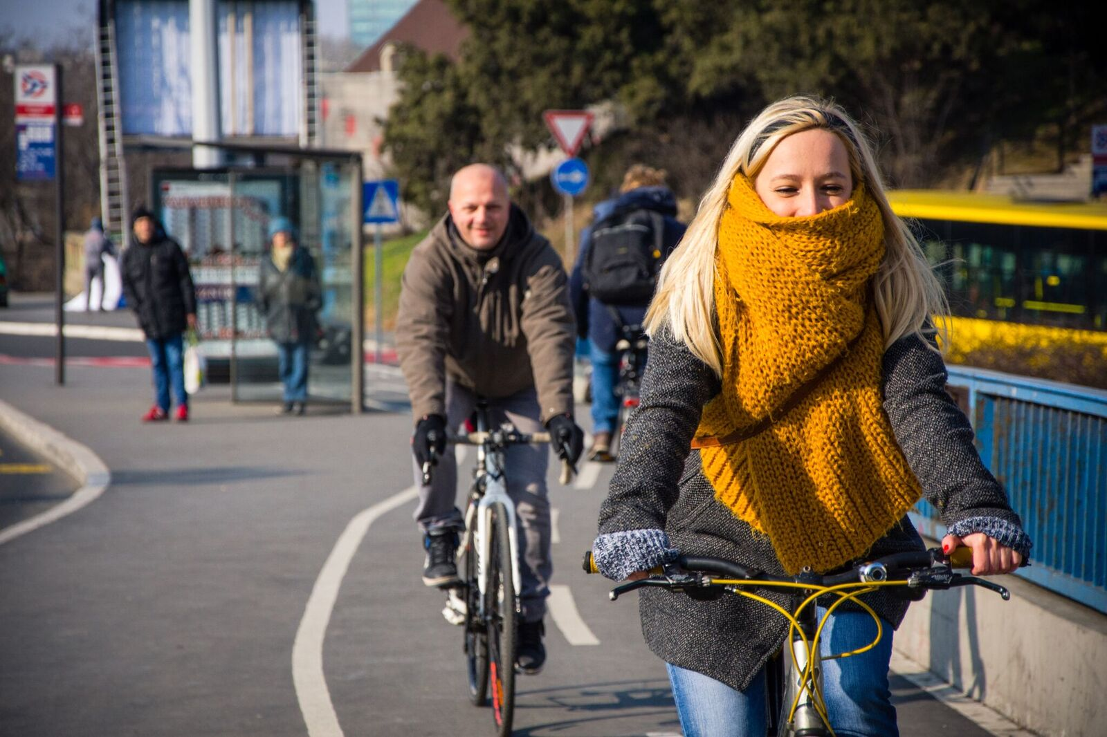 Muke biciklista: reflektujući prsluci i obavezne kacige za bicikliste?