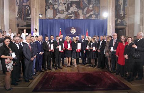 Odlazeći predsednik Srbije podelio odlikovanja zaslužnim građanima i ustanovama