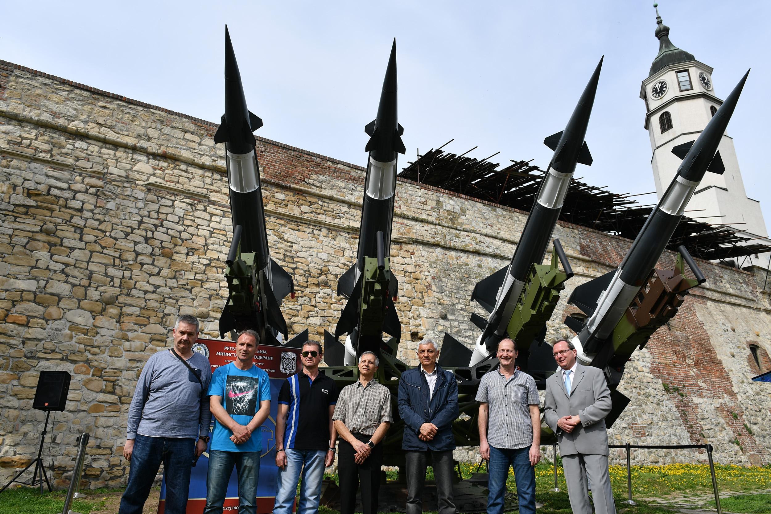 Beograd: Lansirna rampa i rakete NEVA za Dan sećanja