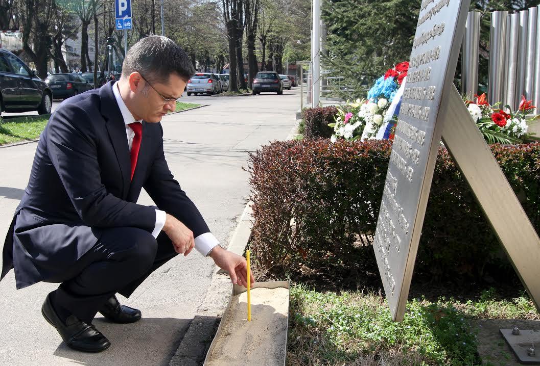 Jeremić odao poštu žrtvama NATO bombardovanja
