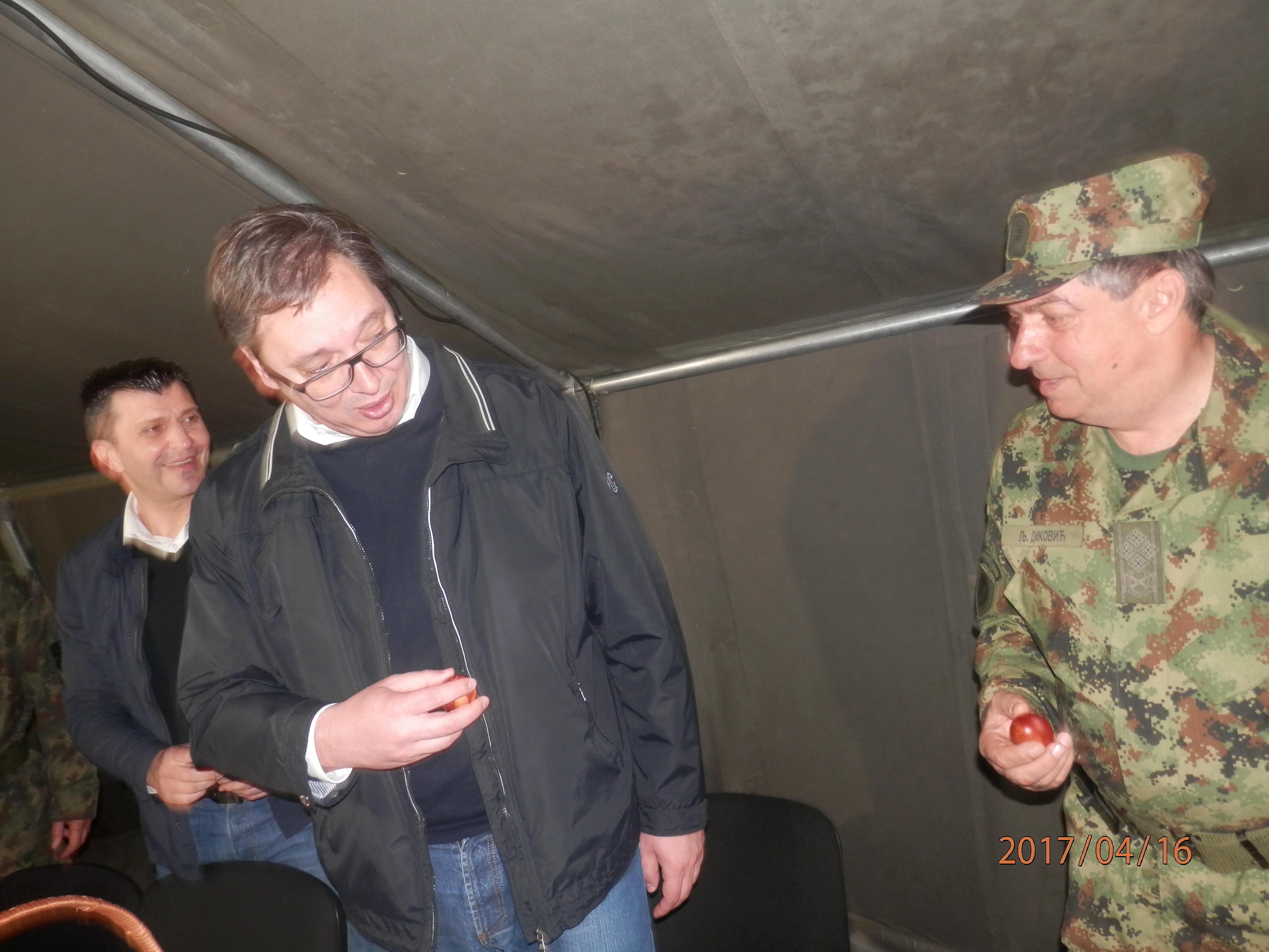 Vaskršno tucanje jaja  u Raketnoj brigadi u Jakovu: Diković slomio Vučićevo jaje!
