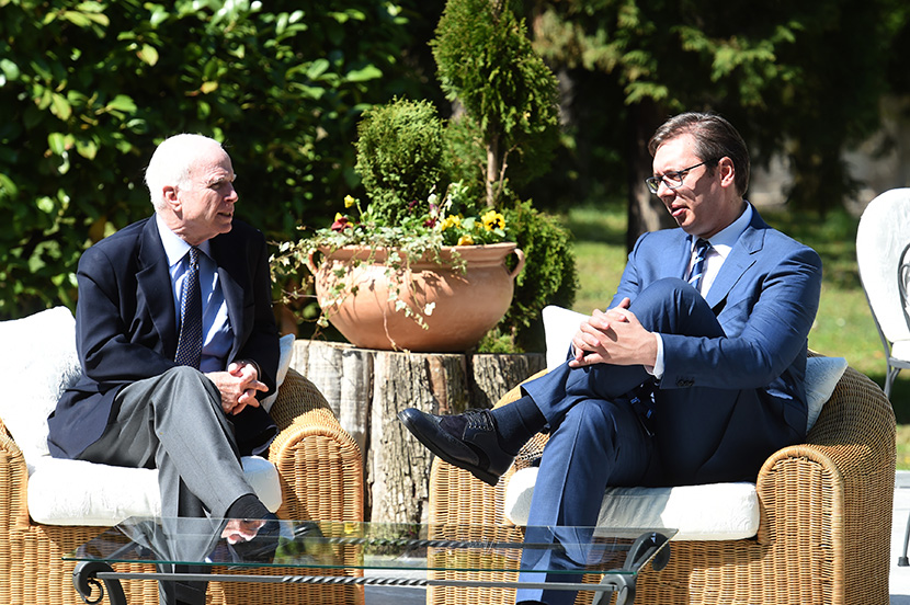 Vučić razgovarao sa Mekejnom