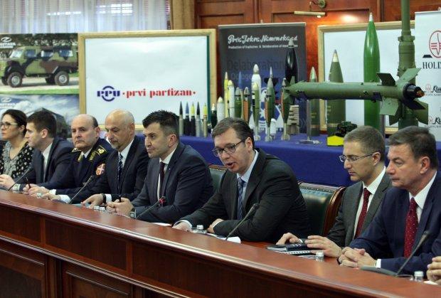 Vučić: Preduzećima vojne industrije država dala 43 miliona evra