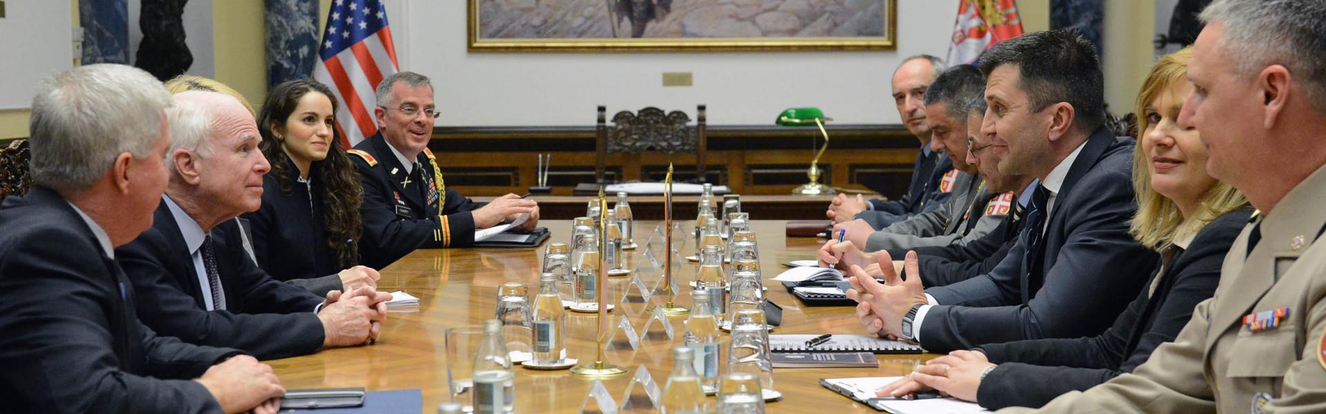 Susret ministra odbrane i senatora SAD Džona Mekejna