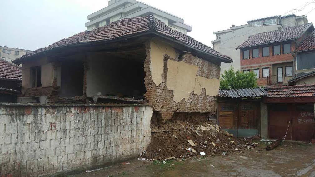 Đakovica: ruše se srpske kuće