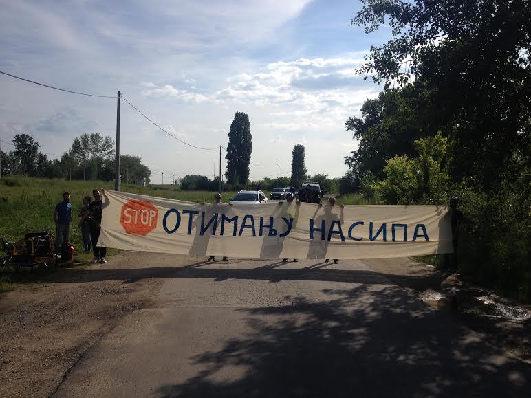 Građani protestvuju: Spasimo Savski nasip od automobila!