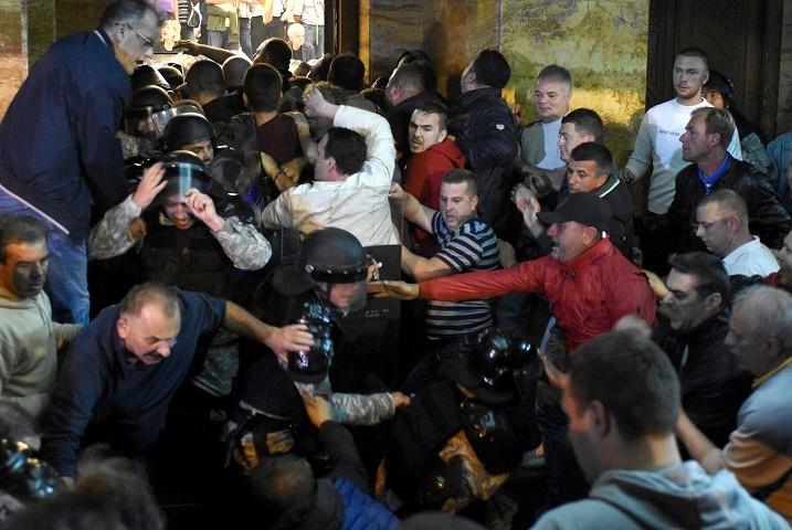 Makedonija: teror nad poslanicima SDSM trjao tri sata!