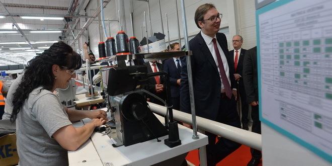Odžaci: Vučić obećao veće plate i penzije!