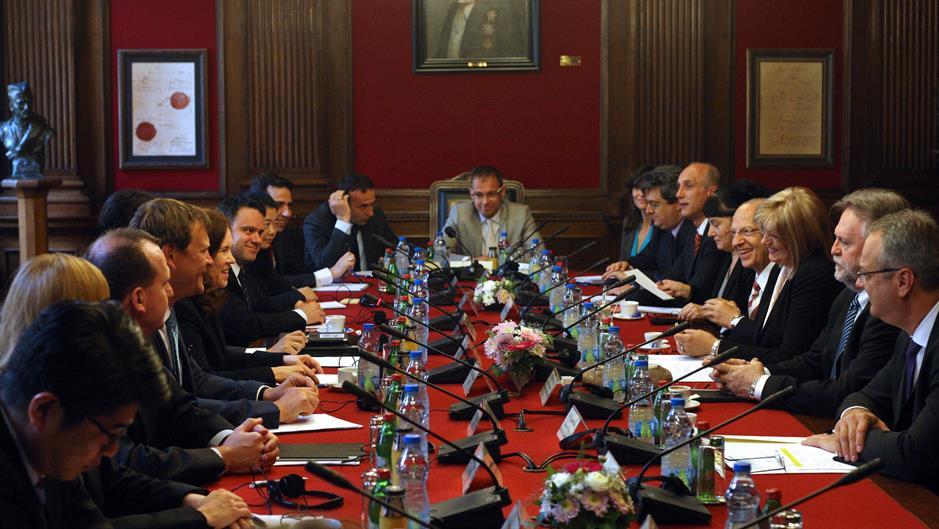 Beograd: Počeli zvanični razgovori misije MMF s delegacijom Srbije