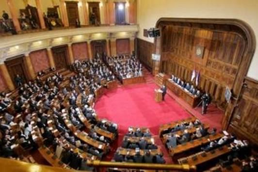 Skupština Srbije: opozicija kritikuje novi koncept vlade