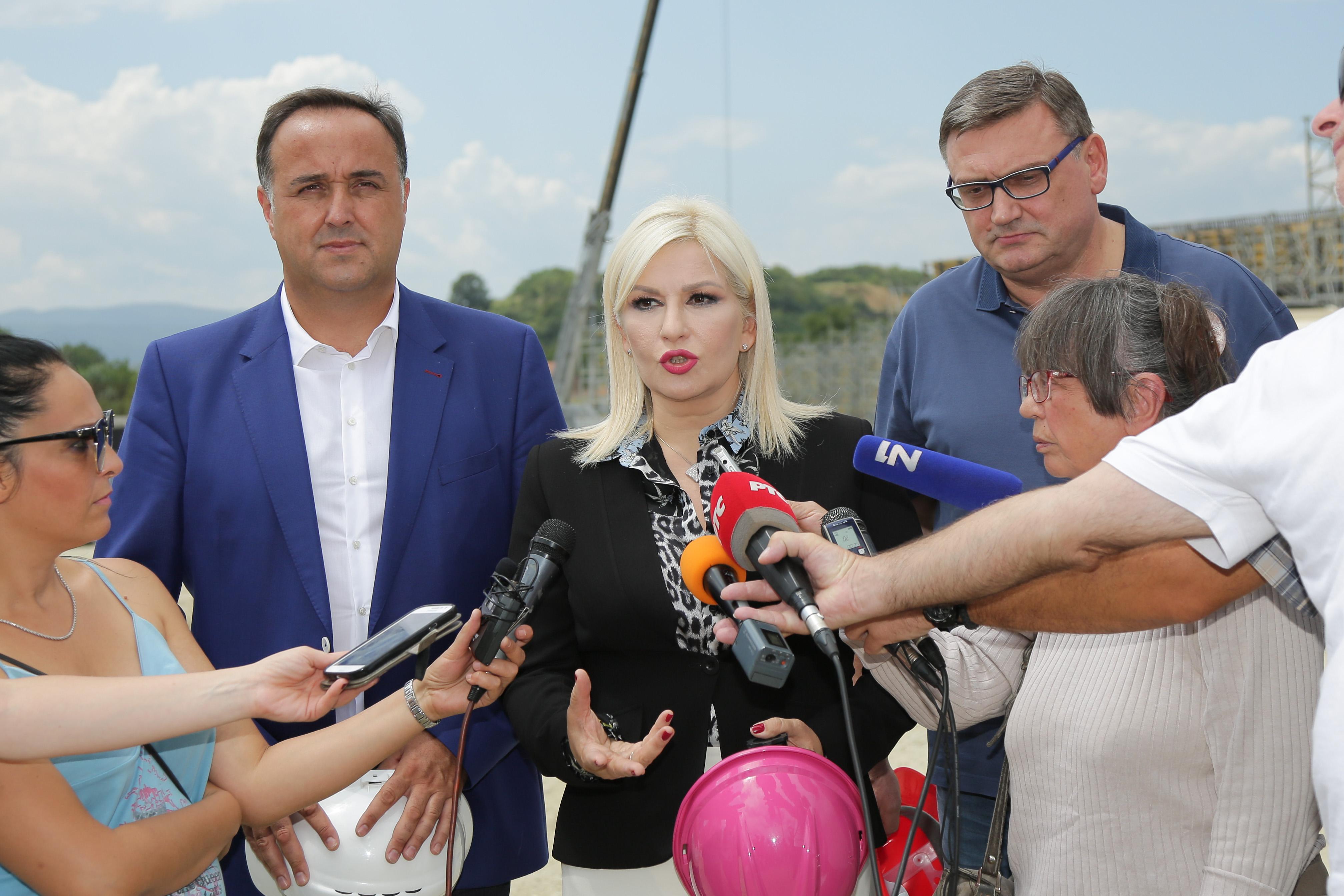 Zorana Mihajlović obišla deonicu Koridora 10 od Srpske kuće do Levosoje: put kasni zbog manjka radnika i mehanizacije